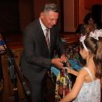 В Луцке городской голова вручил детям из малообеспеченных семей школьные принадлежности
