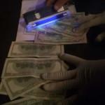 Волынский таможенник попался на взятке в тысячу долларов