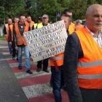 Более 800 волынских дорожников перекрыли трассы из-за невыплаты зарплат