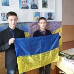 За активную поддержку рожищенські школьники получили флаг с автографами бойцов