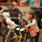 В Луцке дети, родители которых погибли в АТО, получили от Николая в подарок велосипеды