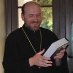 Священник консультирует лучан через Facebook